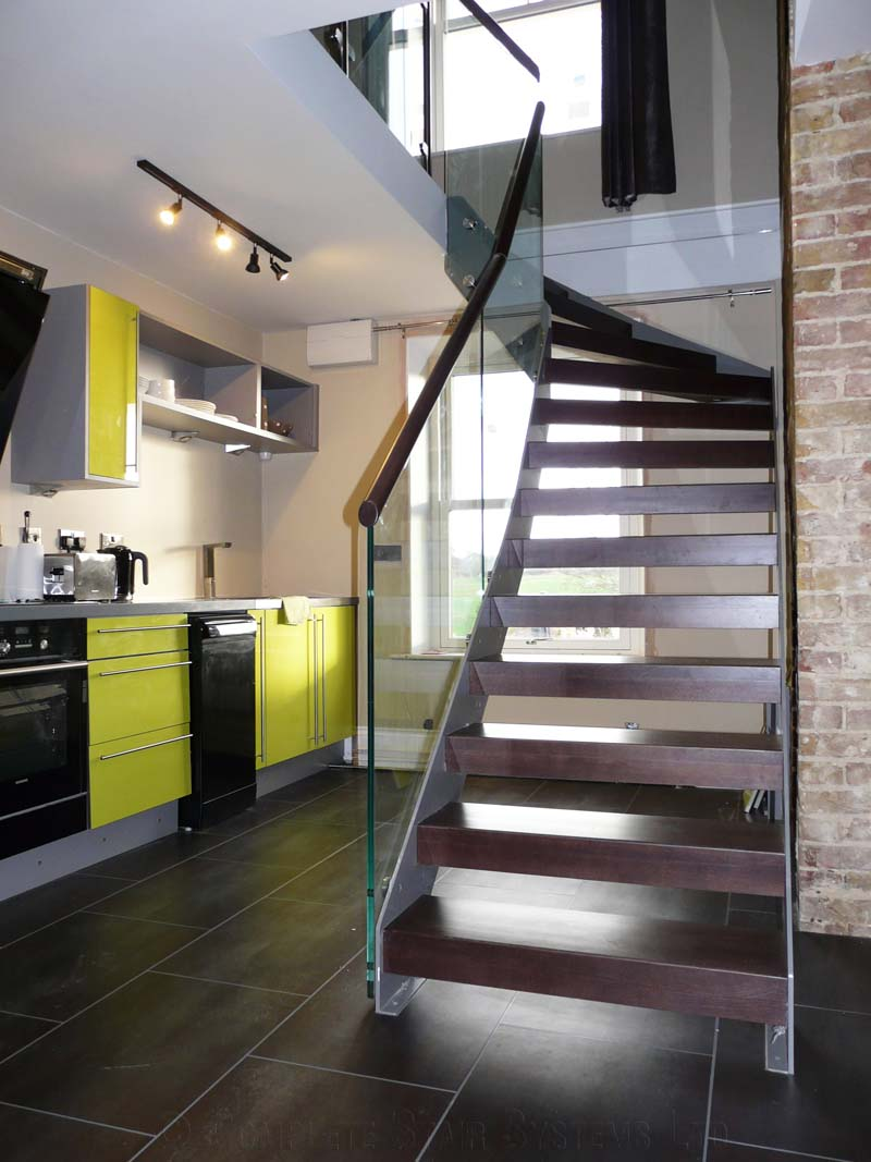 Bespoke Staircase Kent - Model 500