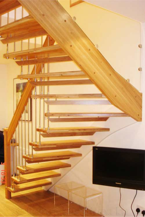 Floating-Timber-Staircase-Winchester