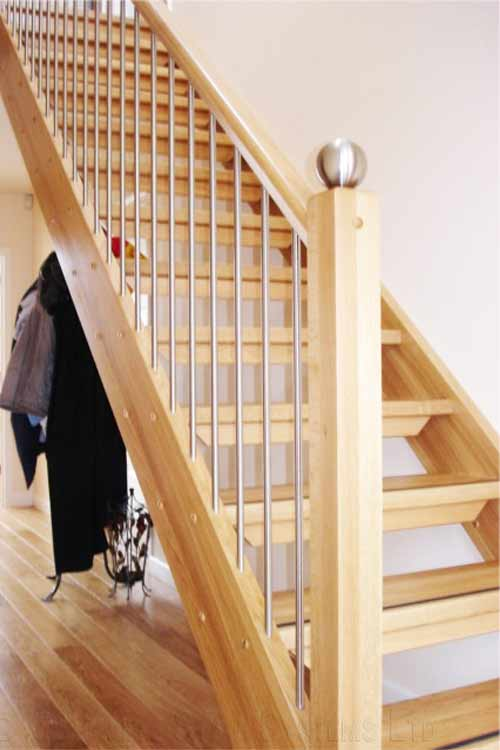Modern-Timber-Staircase-Staines