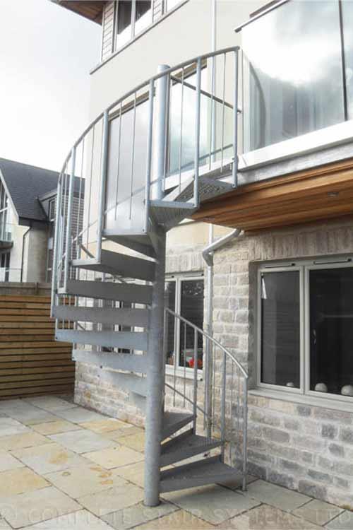 Spiral-Staircase-Bath